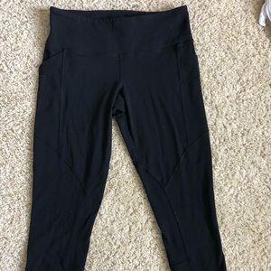 Lululemon size 8 crop black leggings with pockets